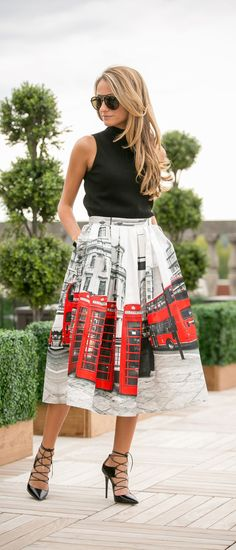 Cheerio! The London street scene on this skirt is just blinding! Everything about the red telephone booth and bus just guarantees that this cool piece will totally be your cup of tea! @northofmanhattan