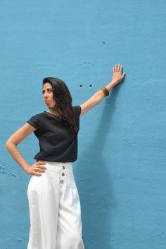 Camiseta en algodón orgánico diseñada y fabricada en Barcelona, algodón turco con certificación GOTS. Corte femenino y casual. Organic Cotton T Shirts, Black Panther, Barcelona, Pants, Fashion, Cotton T Shirts, Short Skirts, Girly, Black People