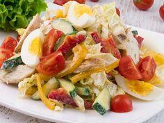 Salată cu piept de pui și legume – alegerea ideală pentru o cină rapidă! Caprese Salad, Pasta Salad, Cobb Salad, Cookie Recipes, Sandwiches, Food And Drink, Chicken, Cooking, Ethnic Recipes