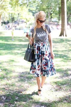 floral midi skirt / vodka latte tee / fall florals / fall style