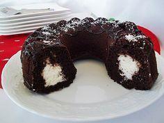 Bu tarifin ismine aslında sürpriz kek de diyebiliriz... Dilimlendiğinde harika bir görüntü ile karşılaşıyoruz... Yapımı basit ve eğlenceli, tadı ise müthiş... Anne, Kakao