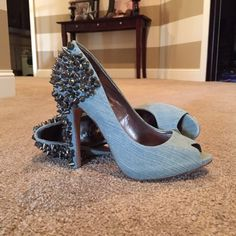 Sam Edelman Lorissa heel Lorissa heel in light blue. Beautiful color but are 1/2 size too big for me  3 studs missing on the right shoe but not noticeable when you're wearing them. Sam Edelman Shoes Heels