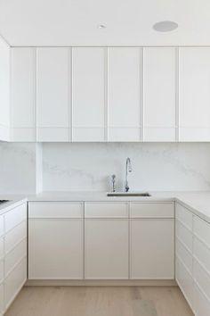 white with minimal frame detail on the cabinet doors Home Decor Kitchen, Kitchen Interior, Home Kitchens, Diy Home Decor, Shaker Kitchen Cabinets, Kitchen Tiles, White Kitchen Inspiration, Kitchen Showroom, Contemporary Kitchen Design