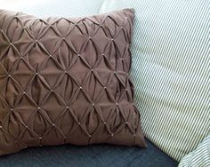 Feather's Flights {a creative, sewing blog}: Honeycomb Pleated Pillow