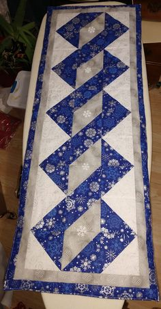 Patchwork Table Runner, Table Runner And Placemats, Table Runner Pattern, Quilted Table Runners, Table Topper Patterns, Quilted Table Toppers, Christmas Runner, Christmas Deco, Place Mats Quilted