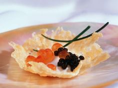 Parmesanschälchen mit Kaviar und Sauerrahm ist ein Rezept mit frischen Zutaten aus der Kategorie Fisch. Probieren Sie dieses und weitere Rezepte von EAT SMARTER!