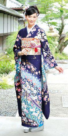 青の振袖(55番)。柴宗の振袖カタログより。 Traditioneller Kimono, Furisode Kimono, Kimono Japan, Japanese Kimono, Japanese Geisha, Traditional Kimono, Traditional Fashion, Traditional Dresses, Traditional Japanese