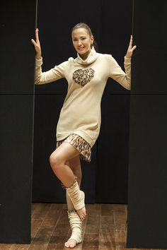 PEPITA NIGHT & DAY F/W 2014-15-Cats Style: Abito corto in caldo cotone collo alto. Dettaglio cuore con applicazioni di rose in chiffon e perle. Balza in chiffon stampato animalier http://shop.pepitastyle.com/brands/cats/grizabella-abito.html#.VEpYp-c_eY8 - Scaldamuscoli con applicazione balza in chiffon stampato animalier  #pepita #night&day #fallwinter #fashion #stylish #cats #leopard #heart #animalier