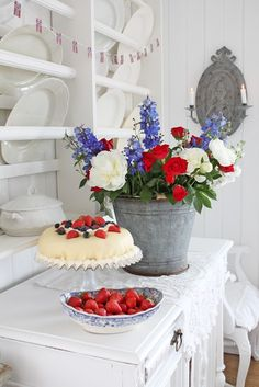 You can`t use up CREATIVITY. Scandinavian Home, Scandinavian Christmas, Strawberry Farm, Vibeke Design, Happy Birthday America, Dessert Dishes, Desserts, Mixed Berries, Color Themes