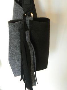 The collection. Autumn-Winter 2015-2016. Secchiello bicolore in lana. #madeinitaly #fashion #soireecreations #bag #fringe   soireecreations
