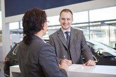 Töissä autoalan myyjä-traineena – Rohkeus työssä onnistumiseen teoriasta ja käytännöstä