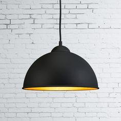 Hanglamp Magna Eco zwart - Weer zo'n mooie toevoeging in de Magna familie met deze zwarte Magna Eco hanglamp, de lamp die er ook aan de binnenkant prachtig uitziet! Dankzij de afwerking in een fraaie structuurlak en de ophanging in de vorm van een strijkijzerkabel een bijzonder sfeervol plaatje om te zien hangen!