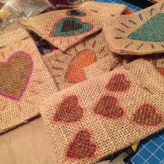 Bolsas de yute decoradas a mano #love #heart #valentinesday