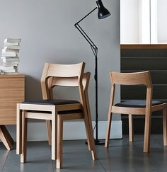 """Small Space Solution: 5 Stylish Stacking Chairs"" Didnt realise how hard it is to design a stackable chair until my current project! It's so hard. Cafe Garden, Living Room Chairs, Dining Chairs, Dining Table, Oak Chairs, Dining Room, Chair Design, Furniture Design, Kitchen Chair Cushions"