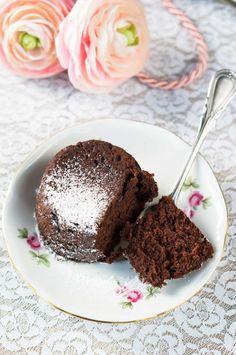 tortini_barbabietola_cacao Cacao, Fun Desserts, Muffin, Pudding, Banana, Breakfast, Food, Morning Coffee, Custard Pudding