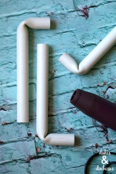 Learn how easy it is to bend PVC pipe using a tool that most crafters have at home! Backdrop Frame, Diy Wedding Backdrop, Diy Backdrop, Wedding Decor, Wedding Blog, Pvc Pipe Crafts, Pvc Pipe Projects, Diy Craft Projects, Craft Ideas
