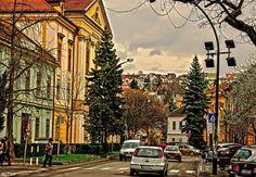 Eger Kossuth Lajos utca balra a Megyeháza épülete