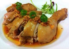 Steamed chicken with soy sauce is another dish quite simply bringing marinated chicken and steamed with soy sauce is a very attrac. Vietnamese Cuisine, Vietnamese Recipes, Soy Sauce Eggs, Steamed Chicken, Banting Recipes, Fiber Diet, Ketogenic Diet Meal Plan, Love Food, Kochen