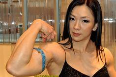 Yeon Woo Jhi , South Korean bodybuilder, with 14 inch biceps...