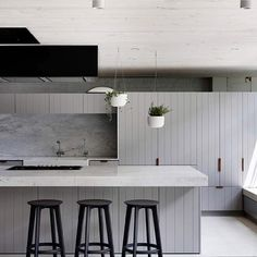 Industrial & elegant: This award-winning kitchen made us swoon - The Interiors Addict Kitchen Interior, Kitchen Decor, American Kitchen Design, Design Apartment, Attic Apartment, Attic Rooms, Interior Design Awards, Interior Styling, Cuisines Design