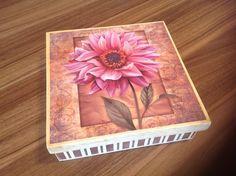 Caixa em MDF, flocada e decorada com decoupage
