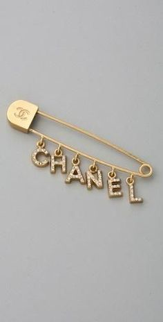 i loooooove this vintage chanel pin. Cute Jewelry, Jewelry Accessories, Fashion Accessories, Fashion Jewelry, Silver Jewelry, Gold Jewellery, Chanel Jewelry, Luxury Jewelry, Coco Chanel