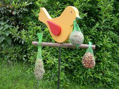 Nistkästen & Vogelhäuser - Futterhaus Meisenknödelhalter Vogel gelb - ein Designerstück von Dortenhof-Kunsthandwerk bei DaWanda