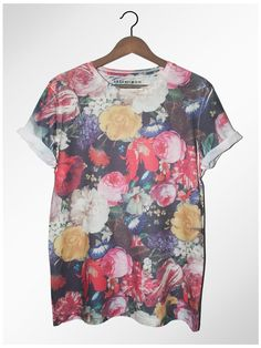 searching, searching for the perfect tee.diggin this print Painted Floral Tee by LAST BUT WON Trend Fashion, Fashion Mode, Fashion Outfits, Mode Geek, Estilo Cool, Grunge, Vogue, Passion For Fashion, Floral Tops