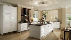 Si te gustan las cocinas con isla este post es para ti. Analizamos tres cocinas con isla firmadas por The Singular Kitchen para tres necesidades diferentes.