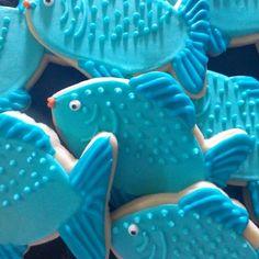 Fish cookies Luau Cookies, Fish Cookies, Summer Cookies, Cookies For Kids, Fancy Cookies, Iced Cookies, Cut Out Cookies, Birthday Cookies, Cake Cookies
