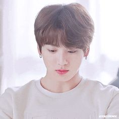 Animated gif shared by World KPOP. Find images and videos about gif, bts and jungkook on We Heart It - the app to get lost in what you love. Jungkook Lindo, Jungkook Smile, Jungkook Oppa, Foto Jungkook, Bts Bangtan Boy, Namjoon, Jungkook Funny, Jung Kook, Taehyung