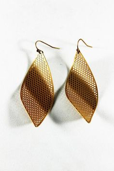 twisted formal earring; gold; twisted j; online shopping; street style