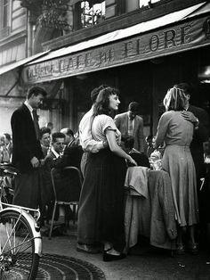 vintage everyday: 30 Amazing B&W Photos of Street Scenes of Paris by Robert Doisneau, c.1940s-50s