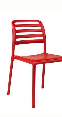 Rote Gartenstühle in modernem Design | Nardi Costa Bistrot Stapelstuhl für den Garten | Mehr Gartenstühle in bunten Farben gibt's bei Garten-und-Freizeit.de https://www.garten-und-freizeit.de/nardi-costa-bistrot-stapelstuhl-kunststoff.html