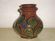 Kähler (Herman A. Kähler) vase. H: 13 cm D: 11 cm from about 1920s. Signed HAK. #kahler #ceramics #pottery #hak #dansk #keramik #vase #danish. SOLGT/SOLD.