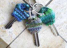 Use up your left-over yarn and make a knit key cozy. Or better still, make several of these fun knitted key cozies. Great for pratising the magic loop.