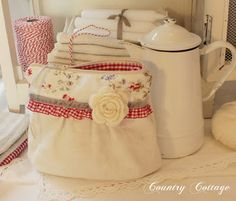 My Country Cottage Garden: Search results for linen bag. love all the bags she has made. no tutorials though.