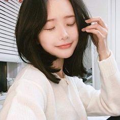 Everyday Hairstyles, Messy Hairstyles, Straight Hairstyles, Wedding Hairstyles, Beautiful Girl Sketch, Pretty Korean Girls, Asymmetrical Hairstyles, Hwa Min, Asian Hair