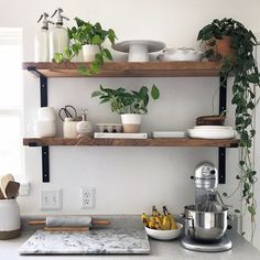 Kitchen Interior Design Remodeling 10 Beautiful Open Kitchen Shelving Ideas - Don't let clutter discourage you from trying this fun way to organize your kitchen. Get inspired by these open shelving ideas. Kitchen Shelf Design, Kitchen Shelf Decor, Kitchen Wall Shelves, New Kitchen Cabinets, Interior Design Kitchen, Diy Kitchen, Kitchen Storage, Kitchen Ideas, Open Shelf Kitchen