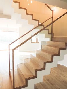 Staircase Design Modern, Home Stairs Design, Modern Stairs, Railing Design, House Design, Wooden Staircase Railing, House Staircase, Interior Staircase, Exterior Stairs