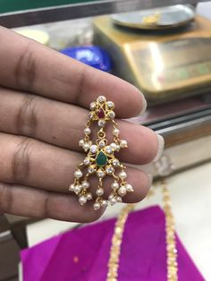 Gold Bangles Design, Gold Earrings Designs, Diamond Earrings Indian, Pearl Earrings, Ikkat Dresses, Baby Shower Dresses, Gold Designs, Antique Earrings, Ear Rings