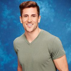 Jordan Rodgers, the Packers QBs little brother whos currently on ABCs The Bachelorette and one of the four remaining contestants competing for JoJo Fletchers heart, said in Mondays episode, Me and Aaron really dont have much of a relationship. Wait, what Bachelorette Premiere, Bachelorette Contestants, Bachelorette 2016, Jordan Rodgers, Aaron Rodgers, Celebrity Siblings, Celebrity Outfits, Jojo Fletcher, Season 12