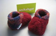 Baby Knitting Patterns Booties DIY Instruction: Baby shoes knit from felt wool – explain step by step … Love Crochet, Crochet Gifts, Beautiful Crochet, Diy Crochet, Crochet Baby, Crochet Pouch, Crochet Flower, Irish Crochet, Knitting Wool