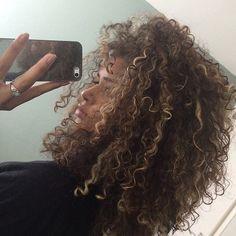 ShaguftaHussein hair highlights Curly Hair Tips for the College Girl - Curly Hair Tips, Curly Hair Styles, Natural Hair Styles, Black Curly Hair, Short Curly Hair, Thick Hair, Curling, Pelo Natural, Tips Belleza
