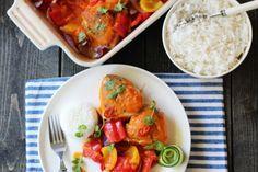 Kombinasjonen mango, appelsin og rød curry er magisk, og setter en veldig god smak på denne kyllingretten. Great Recipes, Dinner Recipes, Frisk, Creative Food, Bruschetta, Thai Red Curry, Nom Nom, Mango, Food Porn