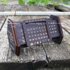 Set: a big perpetual calendar and a box - Decor With Wood Wooden Crafts, Diy And Crafts, Desk Calender, Wooden Calendar, Small Wood Projects, Perpetual Calendar, Calendar Design, Learn Woodworking, Laser Cut Wood