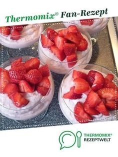 Erdbeer Mascarpone Dessert Strawberry Mascarpone Dessert by twocats. A Thermomix ® recipe from the Desserts category www.de, the Thermomix® Community. Strawberry and mascarpone DesserStrawberry Mascarpone with HoStrawberry mascarpone cake Strawberry Dessert Recipes, Healthy Dessert Recipes, Fruit Recipes, Delicious Desserts, Desserts Thermomix, No Cook Desserts, Easy Desserts, Cooking Chef, Cooking On The Grill