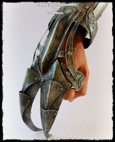 Steampunk Claw Hand by ~Diarment on deviantART Made from cardboard and paint.>>I want to see this in metal. Style Steampunk, Steampunk Weapons, Steampunk Cosplay, Steampunk Fashion, Steampunk Drawing, Fantasy Armor, Fantasy Weapons, Armadura Ninja, Steampunk Accessoires