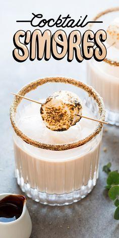 Recette de cocktail à la guimauve et chocolat façon « s'mores » avec Bailey, Amarula ou Sortilège. Une gorgée et vous en voudrez « more, more and more ». Summer Drinks, Cocktail Drinks, Alcoholic Drinks, Cocktails, Vegan Recipes, Snack Recipes, Snacks, Beaux Desserts, Cuisine Diverse