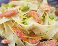 Pâtes au saumon et zestes de citron : http://www.fourchette-et-bikini.fr/recettes/recettes-minceur/pates-au-saumon-et-zestes-de-citron.html